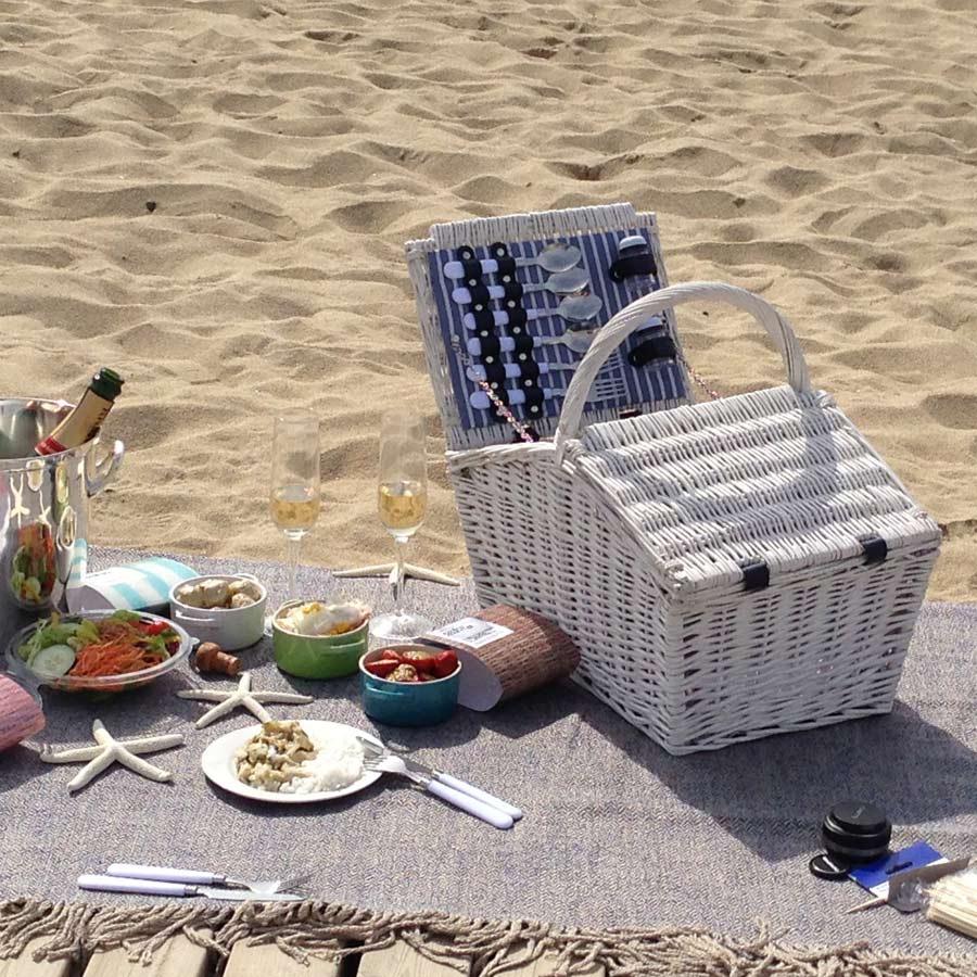 todas_las_ideas_para_practicar_el_picnic_en_la_playa_7321_900x900